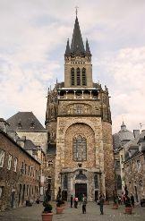 der Aachener Dom von vorne